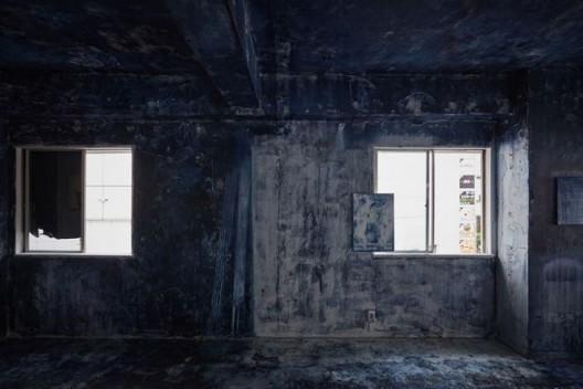 "Chim↑Pom,《蓝图绘制版本2》,2016(版权:Chim↑Pom;鸣谢:艺术家和东京MUJINTO Production;摄影:KENJI MORITA)/ Chim↑Pom, ""Drawing a blueprint version 2"", 2016 (© Chim↑Pom; courtesy of the artist and MUJINTO Production; Tokyo, photo by KENJI MORITA)"