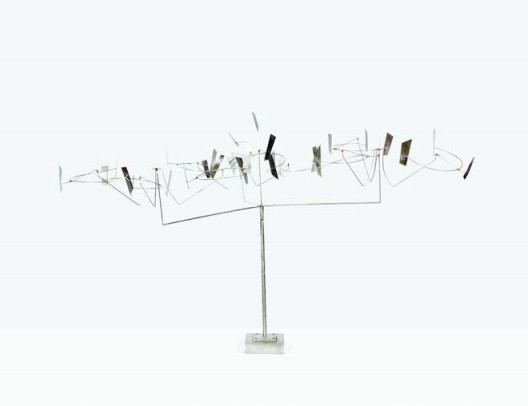 George Rickey, Nebula III, 1989, stainless steel, unique, 61 x 96.5 x 91.4 cm, courtesy of Marlborough Gallery Inc. and the Estate of George Rickey