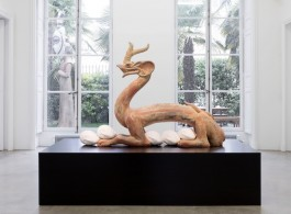 """XU ZHEN """"Eternity-Six Dynasties Period Painted Earthenware Dragon, Sleeping Muse / 永生-六朝彩繪陶龍、沉睡的繆斯"""" 2016 Mineral-based composite, mineral pigments, stainless steel h. 198 x L. 250 x l. 120 cm 