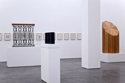 """""""CAUSE AND EXAMPLES PROJECTED FROM IT"""",installation view, 2017, Long March Space, Beijing(Courtesy of Long March Space;Photography by Thomas Fuesser) """"起因和从中投射出来的例如物"""",展览现场,2017,长征空间,北京(图片由长征空间提供,拍摄:Thomas Fuesser)"""