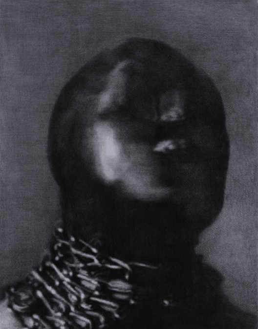 "ZHANG Yunyao, ""R"", 2016 Graphite on felt, 80 x 63 cm, Courtesy the Artist, Perrotin and Don Gallery張雲垚,⟪R⟫, 2016,石墨毛氈,80 x 63 cm 圖片提供:藝術家、貝浩登與東畫廊"