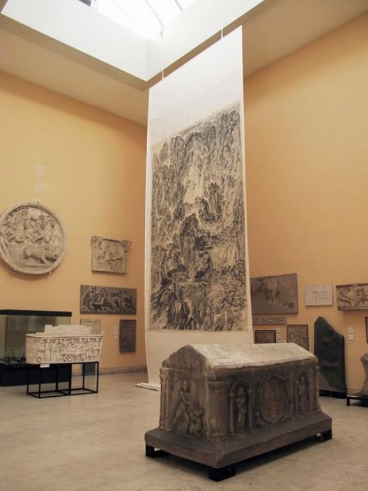 "2011年,《山河岁月:徐龙森山水画展》,意大利罗马古文明博物馆。(图片由艺术家提供) ""XU Longsen: On Top of Two Empires"", Museum of Roman Civilization, Rome, Italy, 2011. (Image Courtesy of the Artist)"
