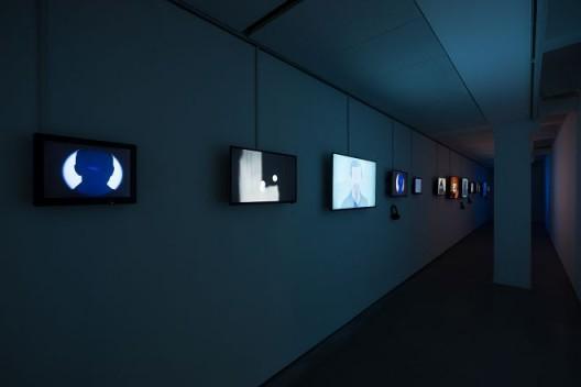 李明,《心渲染间》,2017年,多频道高清录像装置,彩色,有声 Li Ming, Rendering the Mind, 2017, multi-channel HD video installation, color, sound