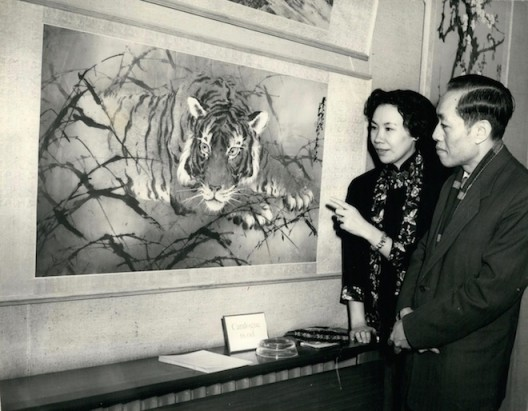 """Professor Chao Shao-An and Lydia Chao Ling Fang, with ''The Hero in the Wilderness"""", Marlborough Gallery, Old Bond Street. (Keystone Pictures USA / Alamy Stock Photo)"""