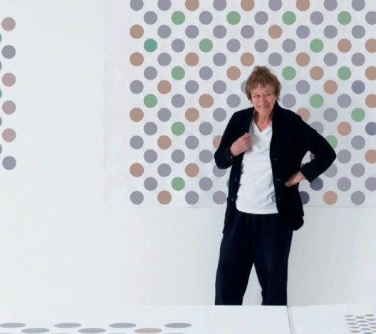 Bridget Riley in her London studio, 2017Bridget Riley在其伦敦工作室, 2017