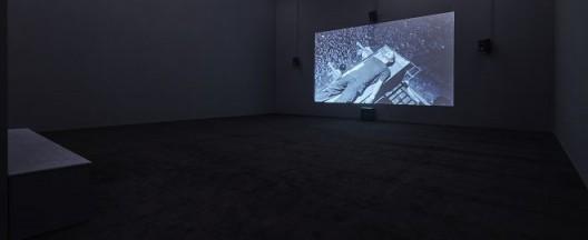 《中空之地》,蓝光光盘/黑白(部分彩色)/有声(部分无声)/单频道录影/ 61分07秒/循环放映,2017(Courtesy of Long March Space, Photo:Chen You-wei)