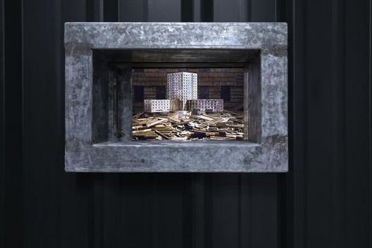 《无居所者、租屋者、房贷者的肖像》,35mm转蓝光光盘/彩色/有声/17分15秒/单频道录像/循环放映/铁皮屋,2008(图文资料由长征空间提供,拍摄:陈又维)