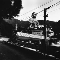 "Yao Jui-chung, ""Incarnation – Zhengde Cultural Monastery, Mt. Giant Buddha, Puli Township, Nantou County"", Fiber-based Gelatin Silver Print,18.5 x 23.5 cm, 2016-2017 姚瑞中,《巨神连线-南投县埔里镇正德大佛山文华院》,纤维纸基银盐百年相纸,18.5 x 23.5 cm,2016-2017"