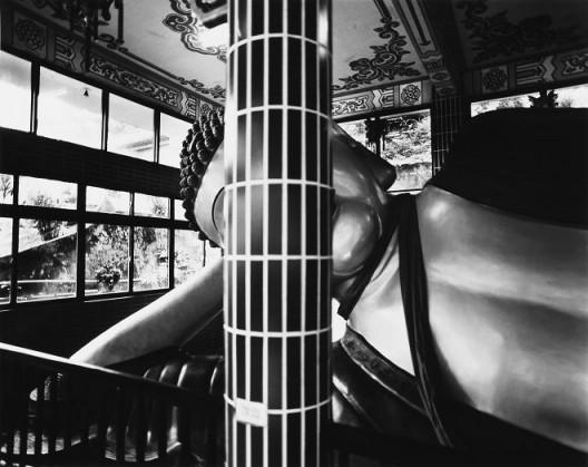 "Yao Jui-chung, ""Incarnation - Phra Phrom Temple, Shimen Dist., New Taipei City"", Fiber-based Gelatin Silver Print,18.5 x 23.5 cm, 2016-2017 姚瑞中,《巨神连线-新北市石门区金刚宫卧佛》,纤维纸基银盐百年相纸,18.5 x 23.5 cm,2016-2017"