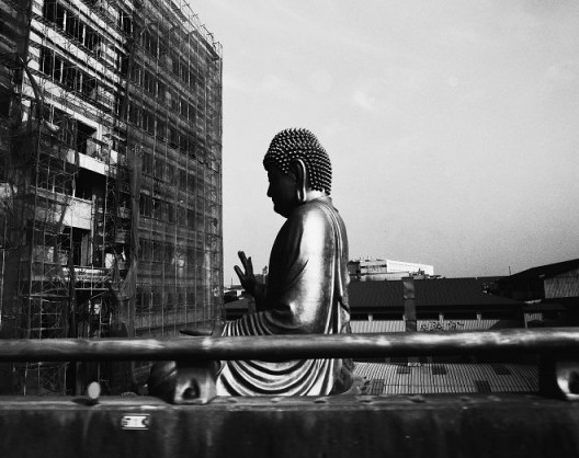 "Yao Jui-chung, ""Incarnation -Holy Light Sculpture, Factory, Yangmei Dist., Taoyuan City"", Fiber-based Gelatin Silver Print,18.5 x 23.5 cm, 2016-2017 姚瑞中,《巨神连线-桃园市杨梅区圣光雕塑厂》,纤维纸基银盐百年相纸,18.5 x 23.5 cm,2016-2017"