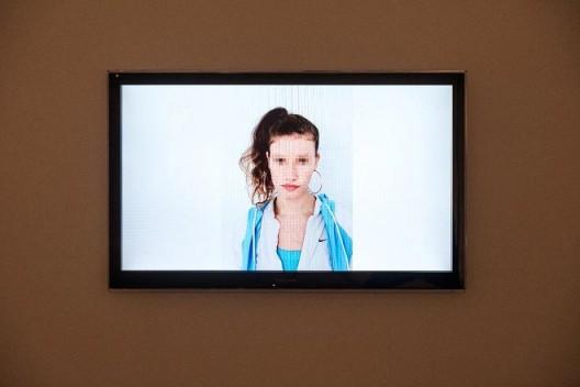 藤原西芒,《瑞贝卡》,2012,综合媒体装置,尺寸不定 © 图片由艺术家、利兹美术馆及施博尔画廊提供 Simon Fujiwara,