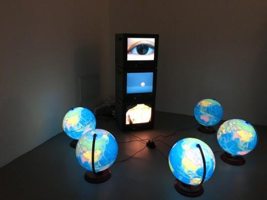 Ju Anqi, 1.5~2℃ Lower than Body Temperature, video installation雎安奇,《比体温低1.5~2℃》,视频装置
