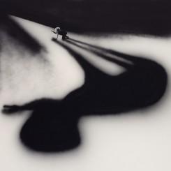 Tala Madani,The Shadow, 2018. © Tala Madani, courtesy 303 Gallery, New York.塔拉·马达尼,《阴影》,2018,图片由塔拉·马达尼和纽约303画廊提供