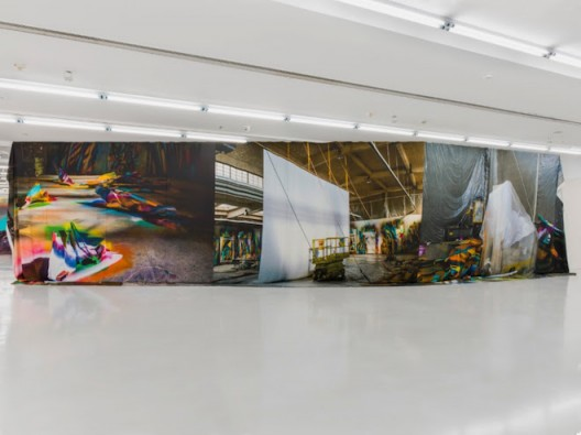 Installation view Katharina Grosse Mumbling Mud at chi K11 art museum, Shanghai, 2018, Photo JJYPHOTO, Courtesy K11 Art Foundation and Galerie Nächst St. Stephan, copyright Katharina Grosse and VG Bild-Kunst, Bonn