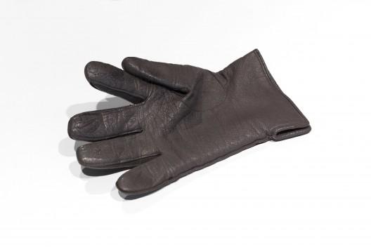 Pedro Gomez-Egana, First Geometries, 2018 Leather glove, DC motors, microcontroller, sensors, electronic chip-board, white box 40 x 30 x 12 cm. Courtesy Zilberman Gallery