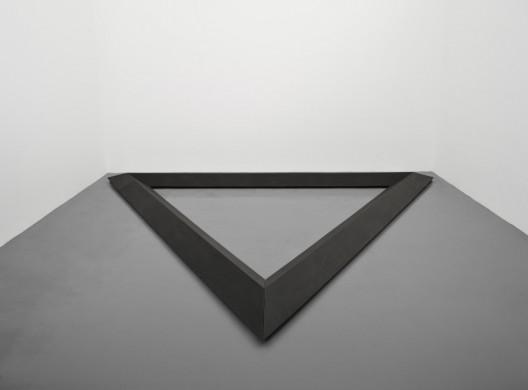 Bruce Nauman, Triangle, 1977-1986, Cast iron, 27 x 500 x 433 cm (10 5/8 x 196 7/8 x 170 1/2 in.) Courtesy the artist and Simon Lee Gallery, London/Hong Kong. © Bruce Nauman.