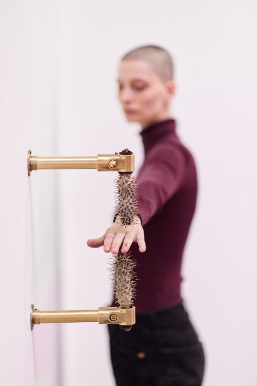 Art Brussels 2019, Rachel Monosov performance at Catinca Tabacaru, Photo David Plas_2