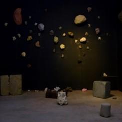 Shi Jinsong:Speak up, Gray,video installation, performance dust, plaster and chalk etc.,dimensions variable,2012-2018史金淞:《说吧,灰色》,影像装置、行为,尘埃、石膏、粉笔等,尺寸可变,2012—2018年
