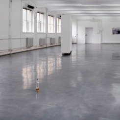 Installation view: Monitor, HD video, sound, 6:54 min.: Featuring dancer / actor Búi Rouch Wooden wall on wheels (315 x 210 x 50 cm) Laser print on paper (84,1 x 118,9 cm): Documentation of performance Club-Mate bottles Hand blown glass (various dimensions)