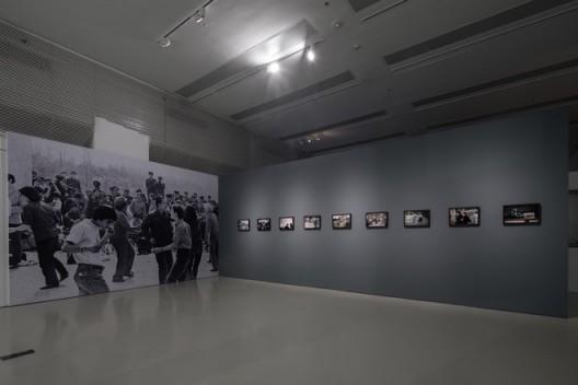 李晓斌,《1979年春,北京颐和园公园,跳摇摆舞的时尚青年》(Spring of 1979, the fashionable youth swing dancing in the Summer Palace, 1979)等作品,摄影,1978—1982,©时代美术馆