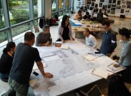 工作坊过程图 In Progress  ZHENG Bo, Eco-Socialist Garden, NYU Shanghai, 2019. In-progress view.  Courtesy of the artist and Edouard Malingue Gallery。 郑波,《生态-社会主义园,上海纽约大学》, 2019。创作中。感谢艺术家和马凌画廊提供图片。