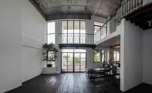 Wu Chi-Tsung's studio in Ho Chi Minh City at MOT+++