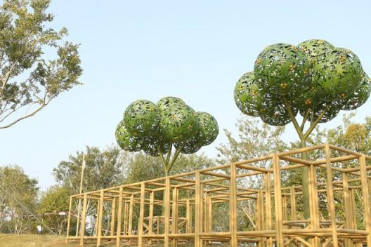 艺术家阿斯玛•卡兹米的作品《城市森林》